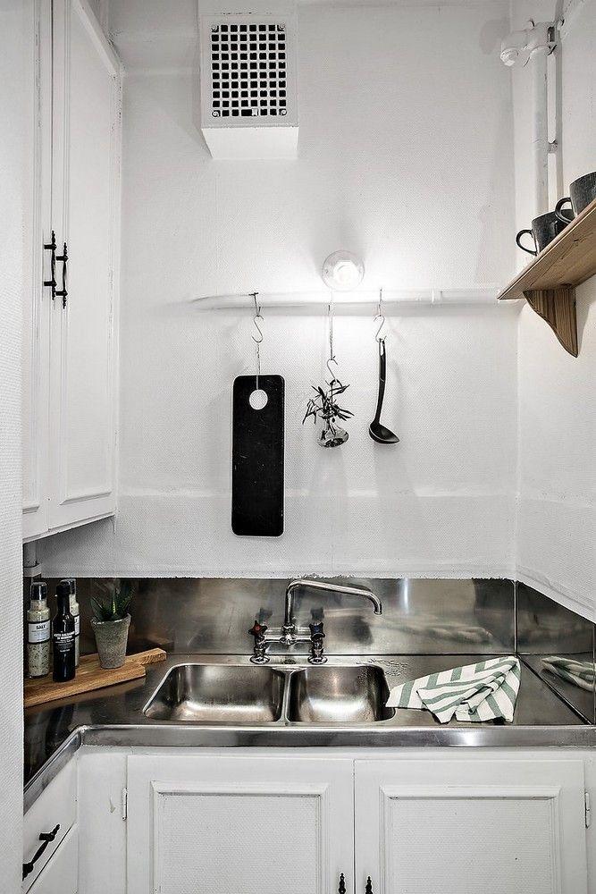 Tout petit... 25 m²... ce qui ne l'empêche pas de cumuler le charme plutôt que les meubles.