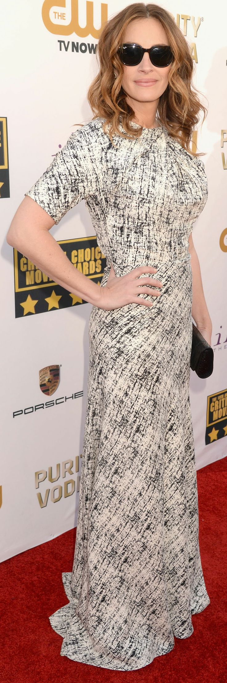 Julia Roberts wore sunglasses on the Critics' Choice Awards red carpet
