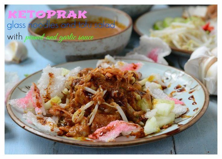 Indonesian Medan Food: Ketoprak ( Glass Noodles and Tofu Salad with Garlic Peanut Sauce)
