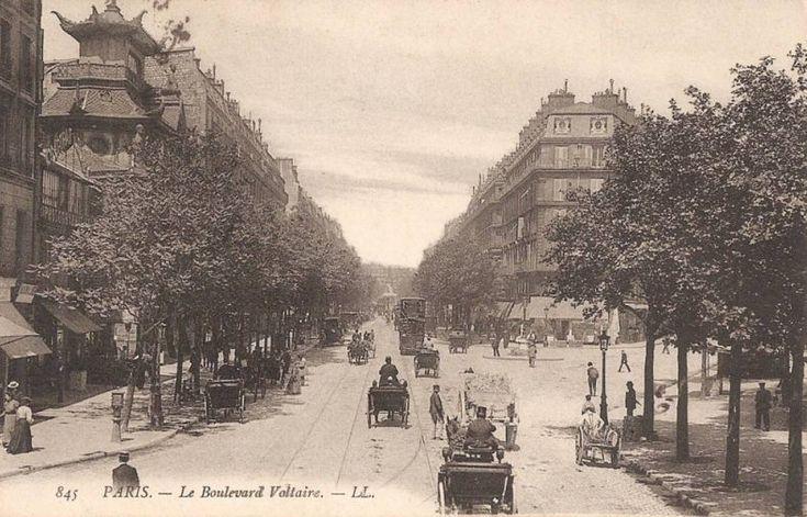 Le boulevard Voltaire vue depuis le boulevard Richard-Lenoir, on voit le Bataclan à gauche, vers 1900.