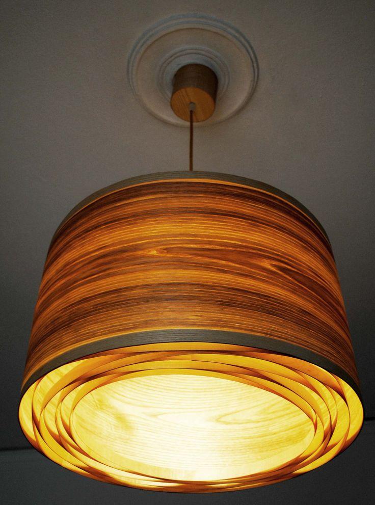 Spiral Olive #handmade #woodlamps #pendantlight #woodenlights #woodwork #veneer #veneerlight - Φωτιστικό οροφής από καπλαμά ελιάς και ξύλο πεύκου.  Διαθέτει μεταλλικό ντουί και υφασμάτινο καλώδιο.  Διαστάσεις: διάμετρος καπέλου 50 εκ., ύψος καπέλου 30 εκ.