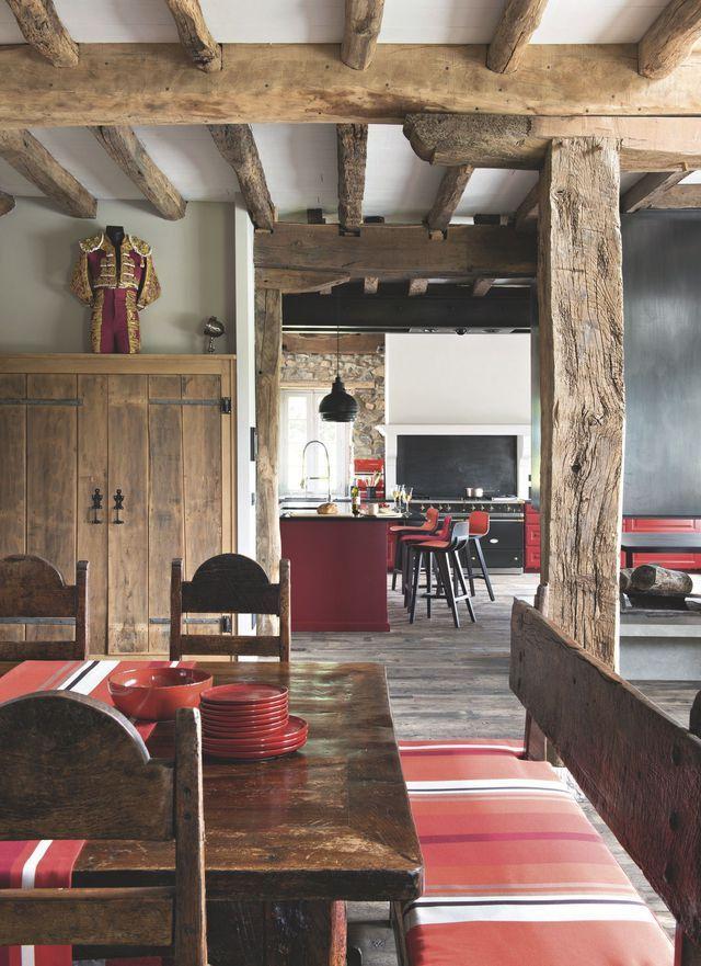 Maison de famille au pays basque une ancienne ferme r nov e avec brio interieur pinterest - Table maison de famille ...
