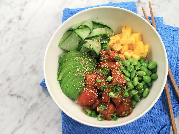 Poké bowl med lax, avokado och mango | Recept från Köket.se