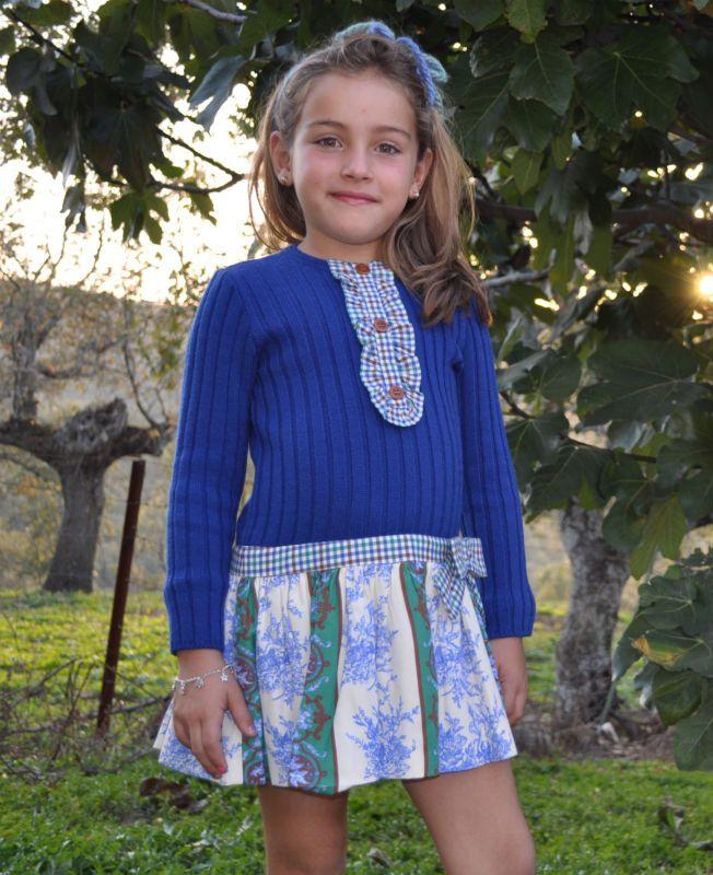 Vestido FOQUE, modelo ROYAL,  cuerpo de punto con talle bajo y una bonita falda estampada.