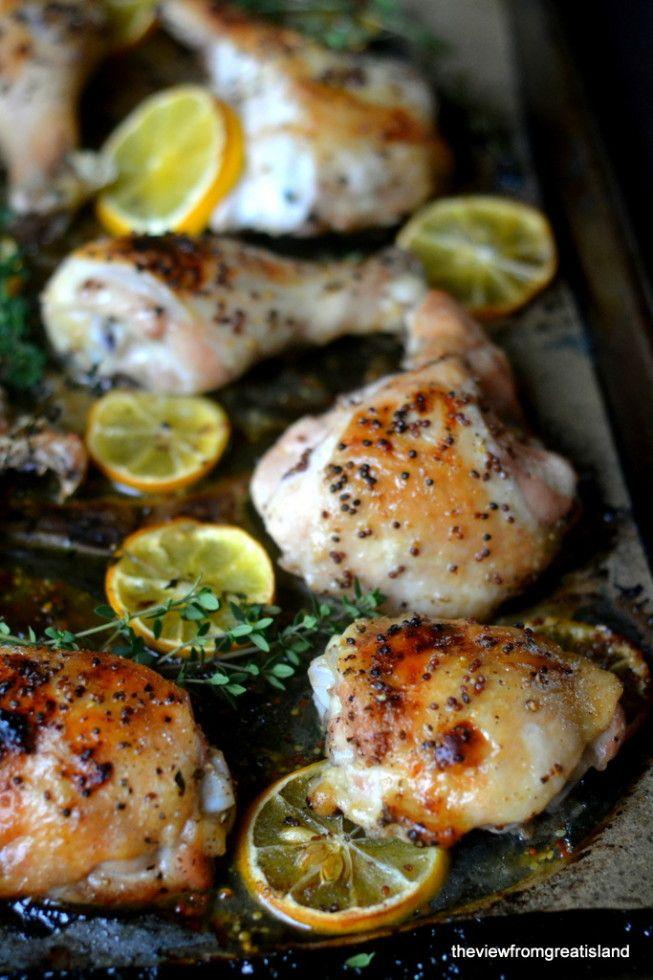 Pollo arrosto con rondelle di limone e timo. Ho provato questa ricetta, devo dire che il pollo risulta morbidissimo. Non ho messo il limoncello, sostituendolo con ulteriore succo di limone.