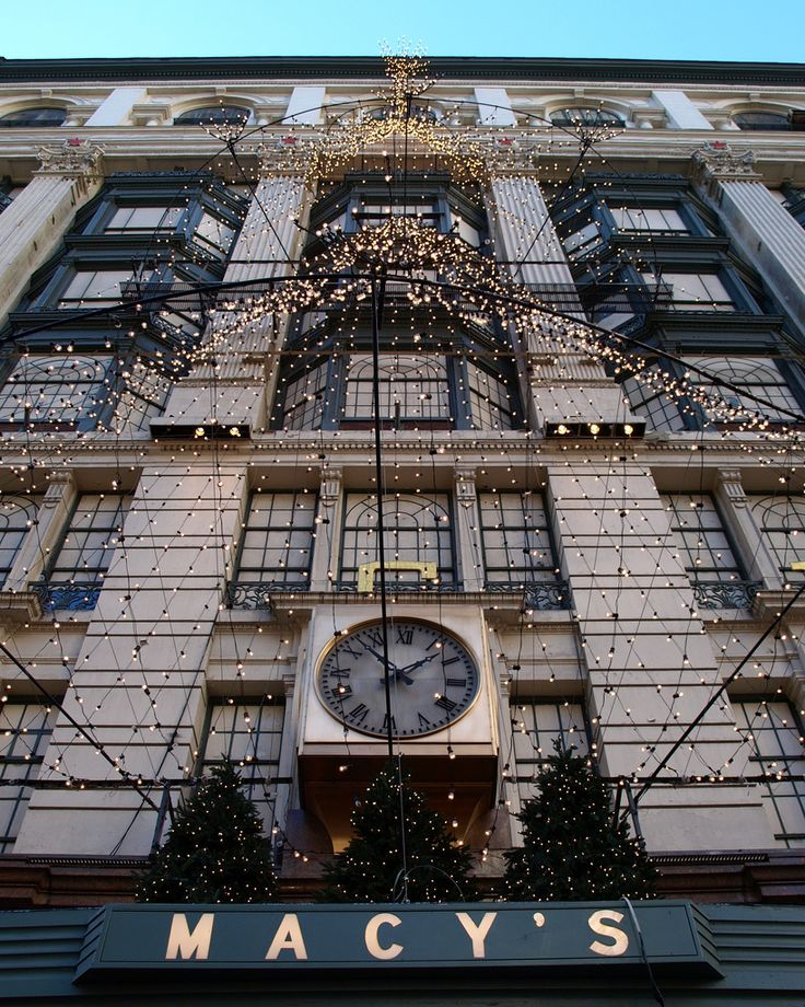 Macy's Department Store, Herald Square, New York City   Broadway between West 34 Street and West 35 Street, Manhattan NYC