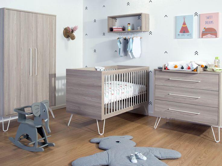 Babykamer Ironwood. Neutrale houten meubels gepimpt met witte, metalen pootjes. Voor wie een industriële toets wil toevoegen aan de kinderkamer!