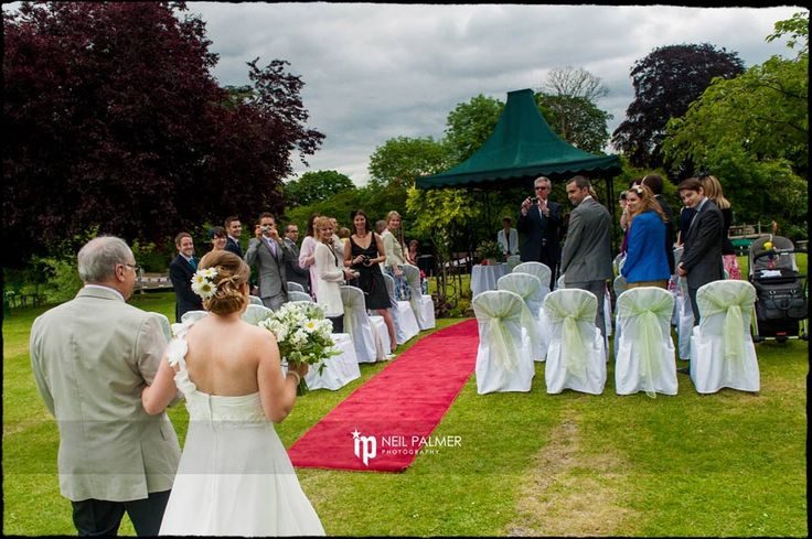 Monkey Island Wedding Photos, outdoor ceremony on the lawn on the banks of The Thames #thamessideweddings #outdoorweddingceremony
