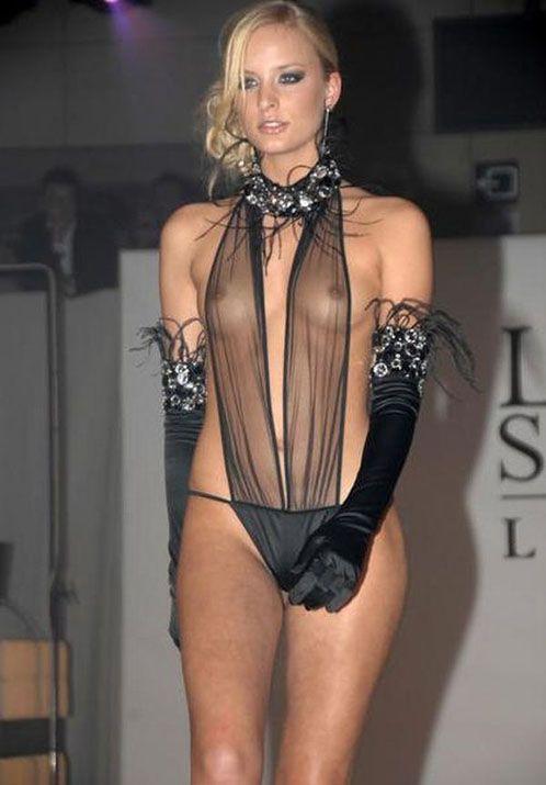 Slutty Celebs In Braless N See Through Dress Flashing -7100