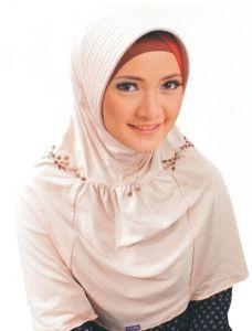 Saida Danaya    Bergo berpotongan dan kerut berhias sulaman cantik dengan warna bergradasi.    Note : ciput dijual terpisah  http://jilbabmodis.net/elzatta-hijab/saida-danaya