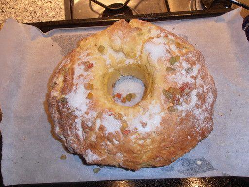 fruit confit, eau de fleur d'oranger, oeuf, sucre en poudre, lait, farine, levure de boulanger, beurre, sel
