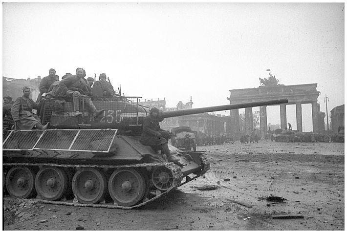 ИСТОРИЯ В ИЗОБРАЖЕНИЙ: Фотографии войны, истории, WW2: Когда Берлин пал в 1945…