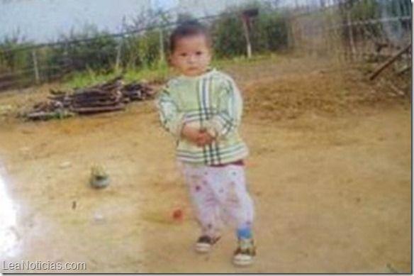 Un padre vendió a su hija por 1.300 dólares en la frontera China - http://www.leanoticias.com/2015/01/13/un-padre-vendio-a-su-hija-por-1-300-dolares-en-la-frontera-china/