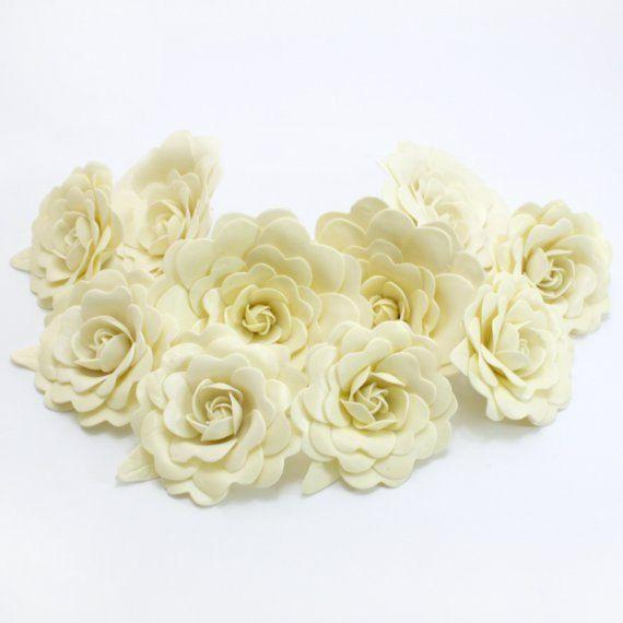 Sweet crémeux fleurs d'argile de polymère avec des feuilles, des 6 tiges