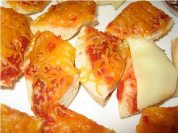 Pizza Recipe on a Bagel - Party Food Kids Love  also hawaiian sweet bread with turkey meat...