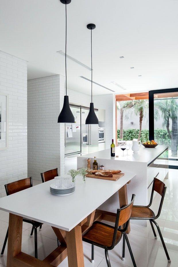 Dado Castello Branco - Jardim Paulistano, em São Paulo. Paisagista Gilberto Elkis (A cozinha planejada da Kitchens leva piso da Portobello e equipamentos da Viking)