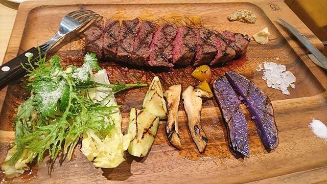 * やっぱり最後はしょっぱいもの笑😂🍖 * 色んなお塩が、美味しかった😋🍴💕 * * #Tokyo#Japan#Shinjuku#lunch#cafe#stake#yum#Yummy#delicious#tasty#foodie#instafood#20170914#東京#新宿#カフェ#果実園リーベル#ランチ#肉#肉食#ステーキ#東京スイーツ#東京カフェ#東京グルメ#カフェ巡り#カフェ好きな人と繋がりたい#旅行好きな人と繫がりたい#写真好きな人と繋がりたい#おしゃれさんと繫がりたい#カスタマイズエブリデイ