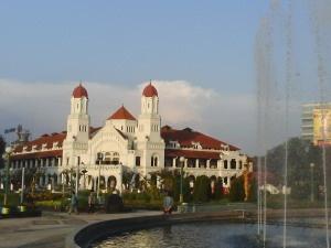 Lawang Sewu landmark Semarang, gedung peninggalan kolonial Belanda yang juga pernah digunakan sebagai kantor KAI. (Lawang Sewu, landmark of Semarang, is a heritage from the Dutch colonials, once used by The Indonesian Railway as their office)
