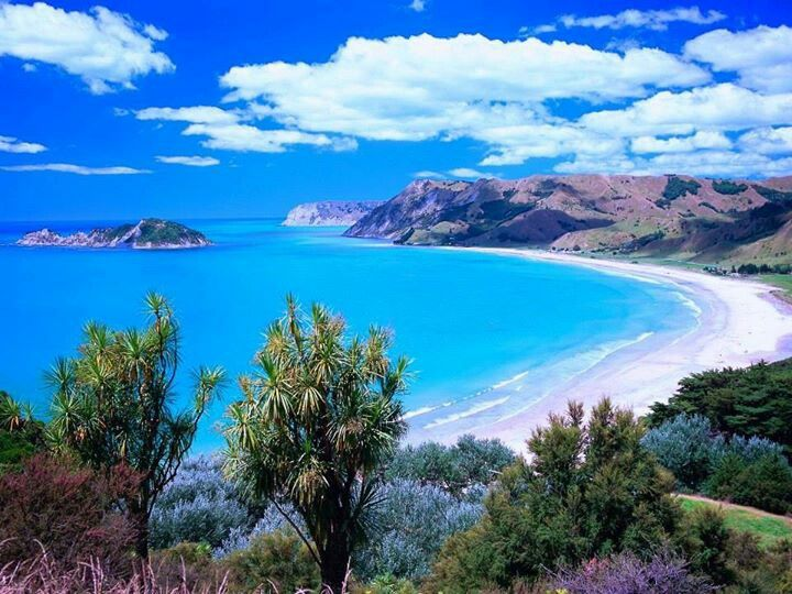 ANAURA BAY! Love this place <3