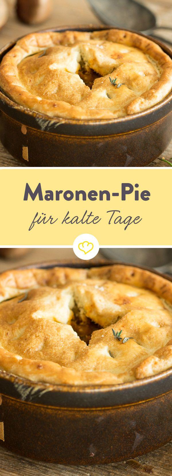 Maronen-Pastete ist ein Gericht, das ein wenig Arbeit macht. Aber die Herbstspeise mit Pilzen, Esskastanien und goldenem Teighäubchen ist jede Mühe wert!