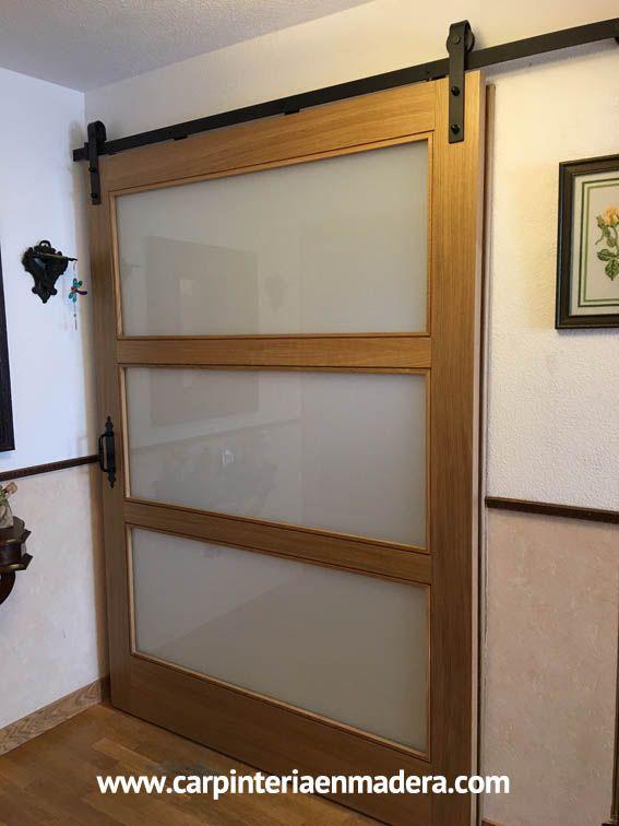 Puerta corredera estilo granero. Fabricada a medida por ALPIS.