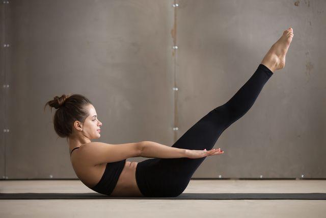 ぽっこり下っ腹が気になっているアラサー女性は少なくないはず。ここでは効果的に下腹部を鍛えることのできる「足上げトレーニング」をご紹介していきます。即効性があるので、数日間続けただけでもスタイルの変化を感じられますよ♡