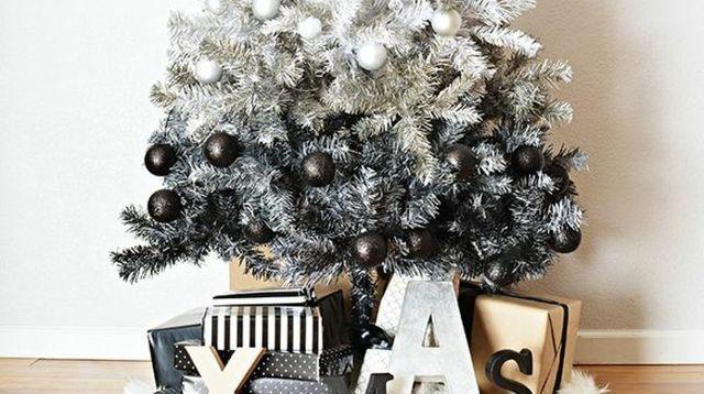6 idées pour décorer le pied de son sapin de Noël
