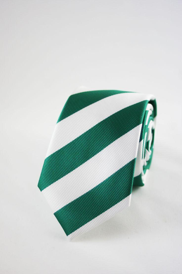 CORBATA VERDE RAYAS https://www.corbatasygemelos.es/corbatas-por-color/608-corbata-estrecha-rayas-anchas-verdes-original.html