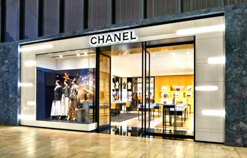 Toronto's Yorkdale Shopping Centre creates a world-class luxury wing, adding Bulgari, Moncler, Montblanc, Jimmy Choo, Versace and others: http://www.retail-insider.com/retail-insider/2014/5/yorkdale-creates-world-class-retail-wing   Yorkdale's mall-fronting Chanel store is actually a Holt Renfrew concession. Photo credit: Holt Renfrew.