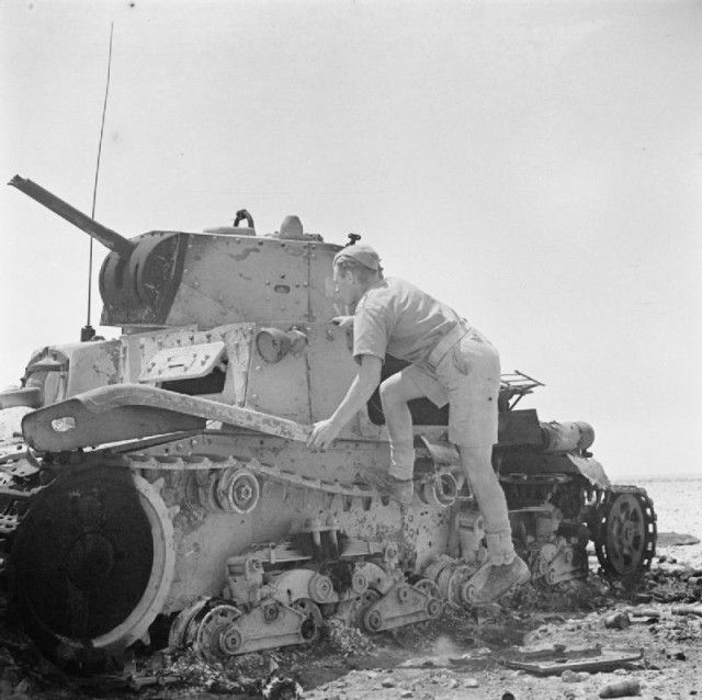 A soldier inspects an Italian M13/40 tank that was knocked out near El Alamein. 11 July 1942 [via]