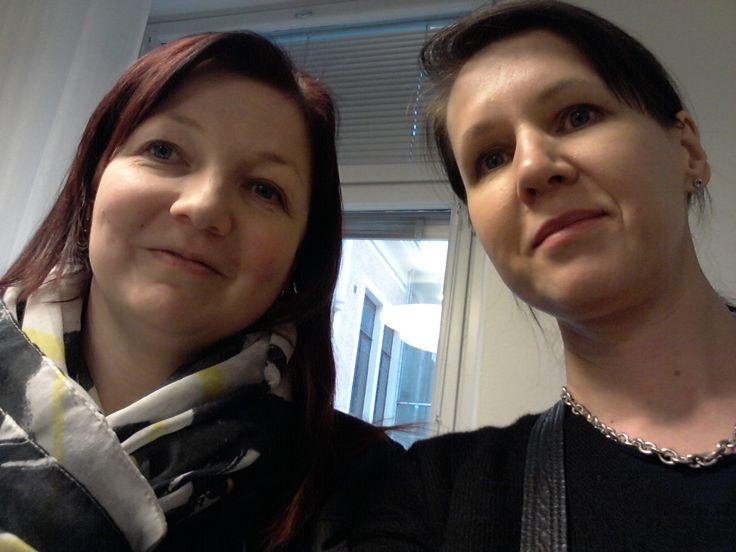 Varjostaja - työn uudelleen muotoilua Oikeusministeriössä kaverikuva koulutusasiantuntija Kati Kivistön kanssa 9.2.2015