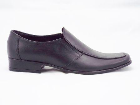 Pantofi barbati negri din piele naturala, model clasic, cu toc. la pretul de 129 RON. Comanda Pantofi barbati negri din piele naturala, model clasic, cu toc. de la Biashoes!