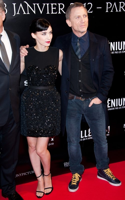 Daniel Craig @ The Girl with the Dragon Tattoo premiere - overcoat, Nikes