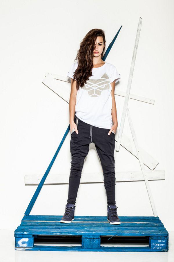 CUB withe wolf logo T-shirt and navy blue pants #polishfashion #fashion #cub_wear #cub #cotton #natural #sport #city #look #Tshirt #girl
