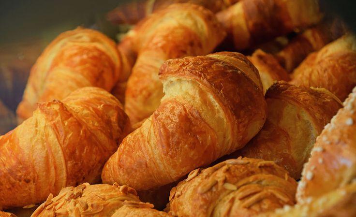 Raakoina pakastetut croissantit ovat näppärää kesäruokaa. Niistä saa eväät aamiaispöytään, piknikille ja välipaloihin. Ja täytteissä vain mielikuvitus on rajana.