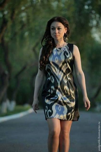 Платье проклеено дублерином изнутри, на подкладе. Подклад: альпак (тонкая плотная шёлковая ткань).\r\nРазмер - 46М