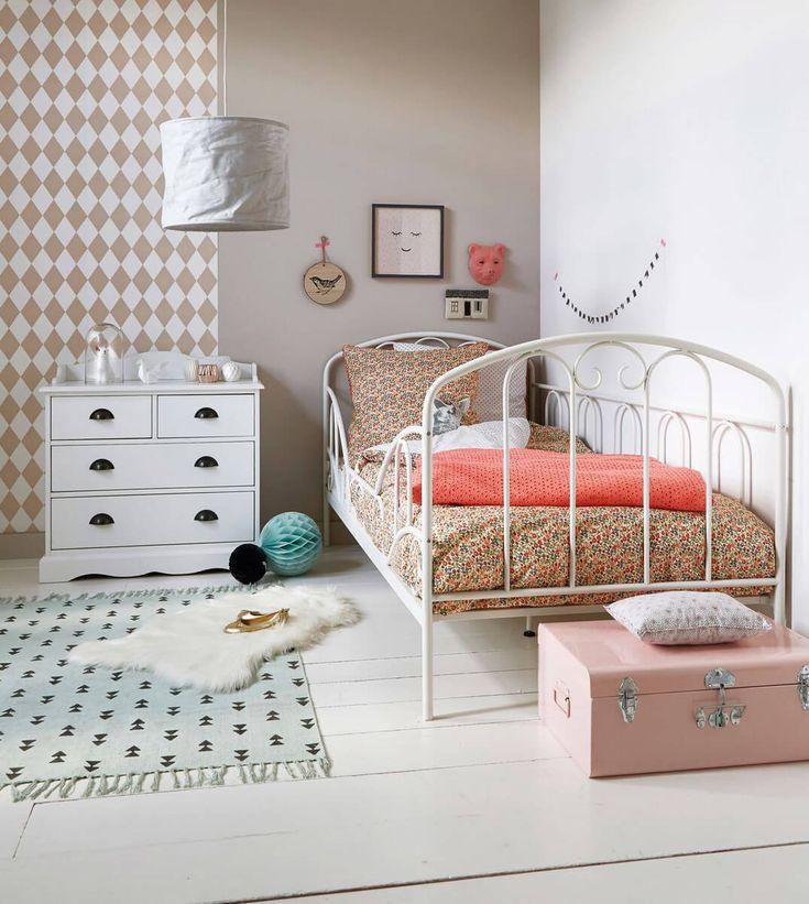 17 meilleures id es propos de lit montessori sur pinterest lit cabane lit barreaux et. Black Bedroom Furniture Sets. Home Design Ideas