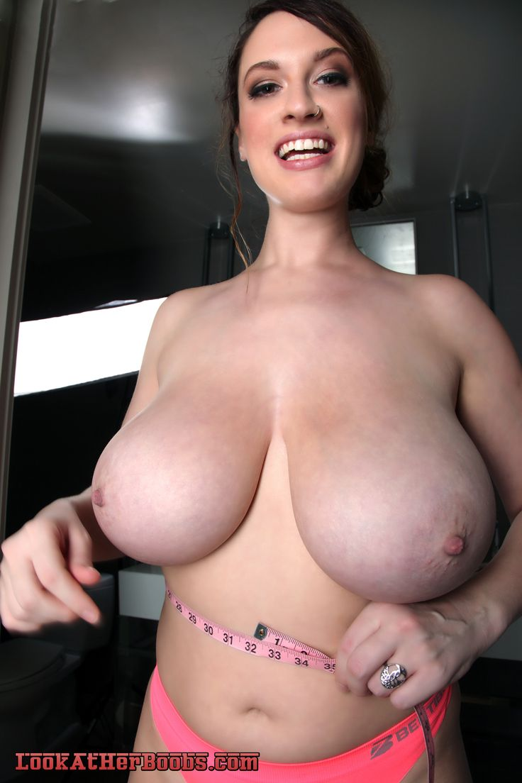 Curvy Woman Flashes Big Boobs And..