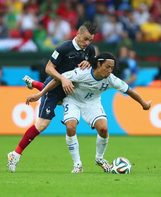 France v Honduras: Group E - 2014 FIFA World Cup Brazil - Mathieu Debuchy of France challenges Roger Espinoza of Honduras during the 2014 FIFA World Cup Brazil Group E match between France and Honduras at Estadio Beira-Rio on June 15, 2014 in Porto Alegre, Brazil. (Jeff Gross/Getty Images)