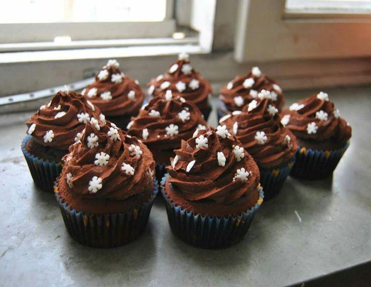 Här kommer ett av mina favoritrecept på cupcakes. Bakade helt utan mjölk och ägg. Lika perfekt tillvanliga fikat som kalaset. Dessa går attvariera i oändlighet. 12cupcakes Cupcakes 2,5 dl sojam...