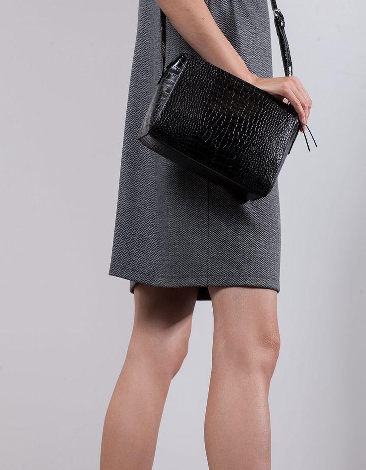 Миниатюрная сумка-ранец с эффектом крокодиловой кожи