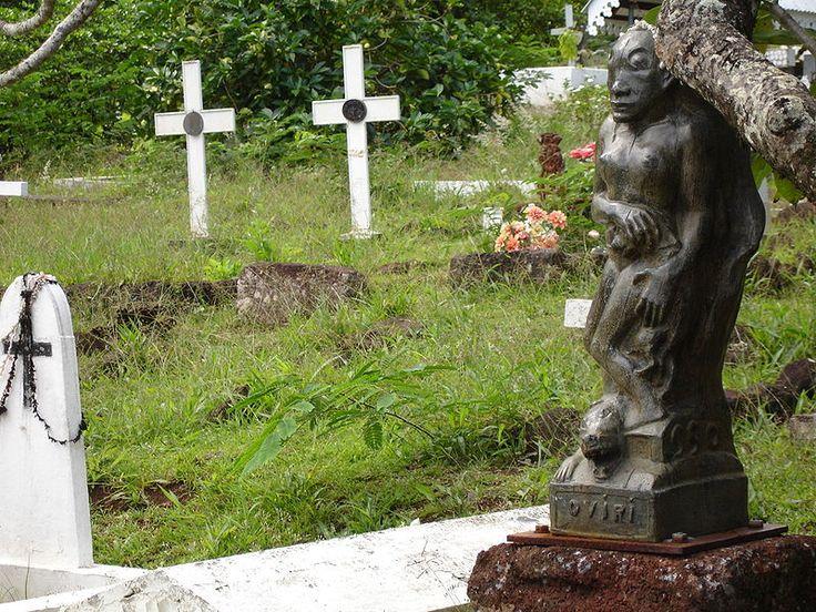 Oviri  Χάλκινο αντίγραφο στον τάφο του καλλιτέχνη στο νησί Atuona στη Γαλλική Πολυνησία