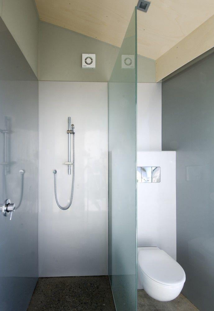 Cornege-Preston House / Bonnifait + Giesen - compact enough for a container bathroom
