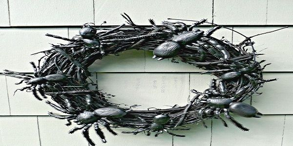 Unique Halloween Wreaths with Spooky Cockroaches Halloween Wreath