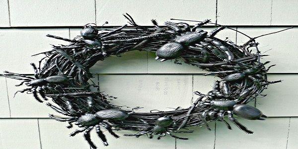 Unique Halloween Wreaths with Spooky Cockroaches Halloween Wreath