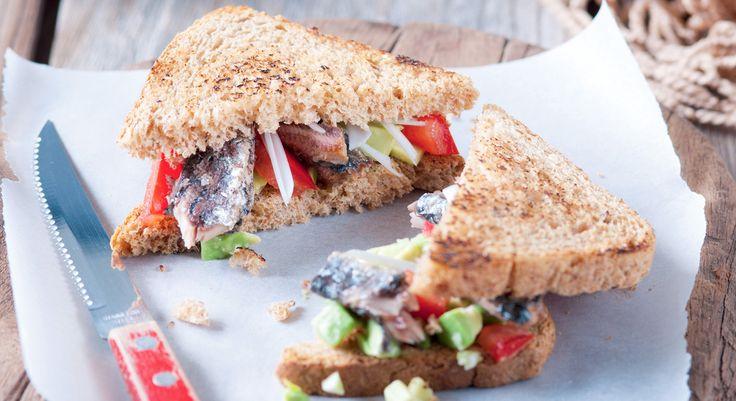 En voilà une recette simplissime pour un déjeuner sur le pouce sain et savoureux ! Quelques crudités, une boîte de bonnes sardines (millésimées ou non) et du pain de mie complet… Voilà ...