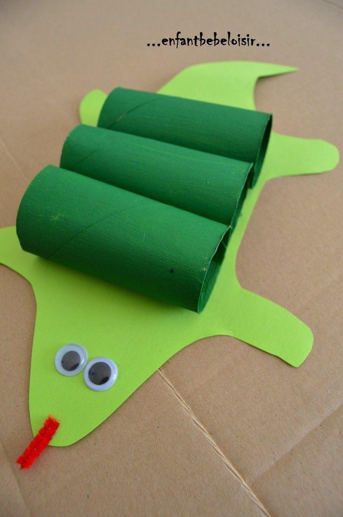Un petit crocodile réalisé vite fait bien fait se matin pour conclure notre semaine sur le thème des crocodiles ! Avec une feuilles verte, des rouleau de papier toilette peint avec de la peinture acrylique verte, des yeux autocollant et un pistolet à...