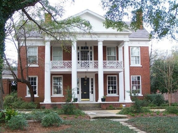 Southern plantation style home < love