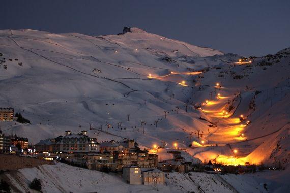 Esquí nocturno en #SierraNevada #esquiades #esqui