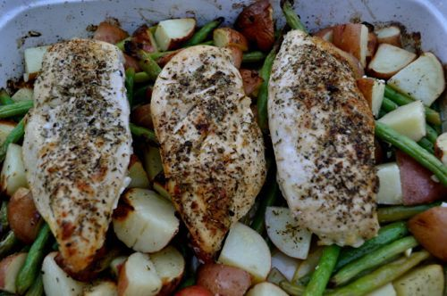 Roast Chicken with Lemon Garlic Green BeansEveryday Dinner, Baking Dishes, Garlic Green Beans, Dishes Meals, Roast Chicken, Cooking Time, Roasted Chicken, Lemon Garlic, Mr. Beans